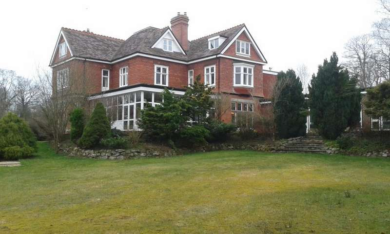 9 Bedrooms Detached House for sale in Llanyre, Llandrindod Wells, LD1
