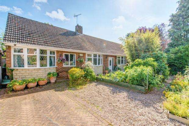 4 Bedrooms Detached Bungalow for sale in Hardwick Drive, Mickleover, Derby