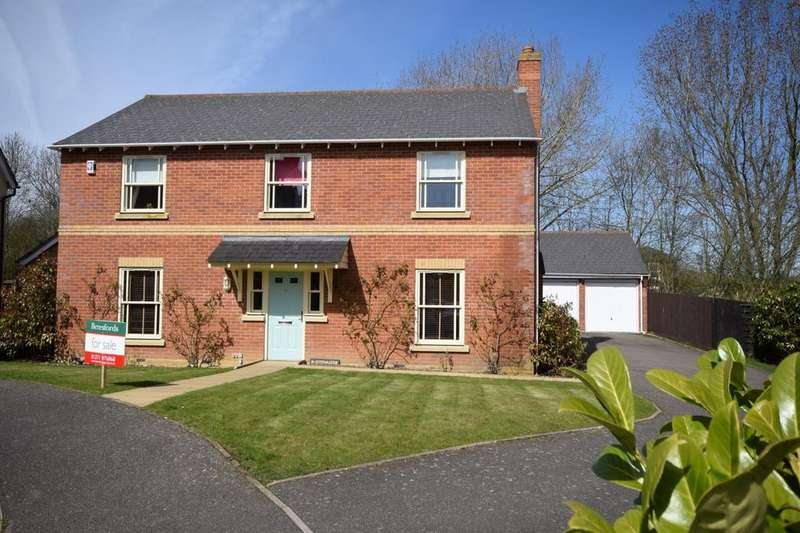 4 Bedrooms Detached House for sale in Fitzwalter Road, Flitch Green, Dunmow, Essex, CM6