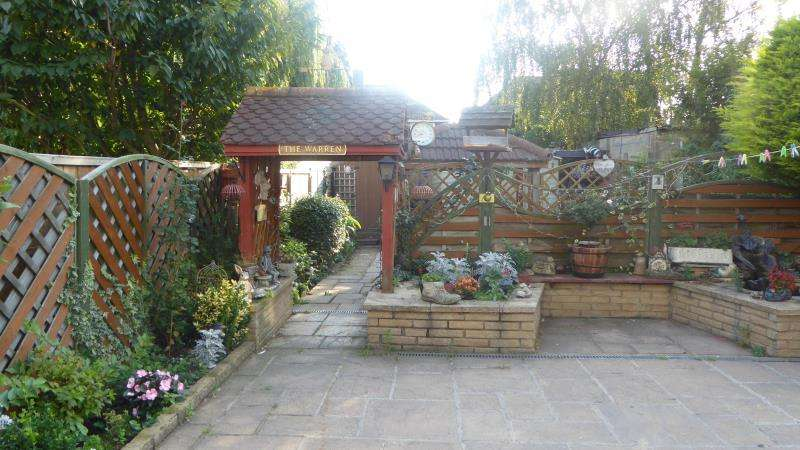 4 Bedrooms Semi Detached House for sale in Grittleton Avenue, Wembley, Middlesex