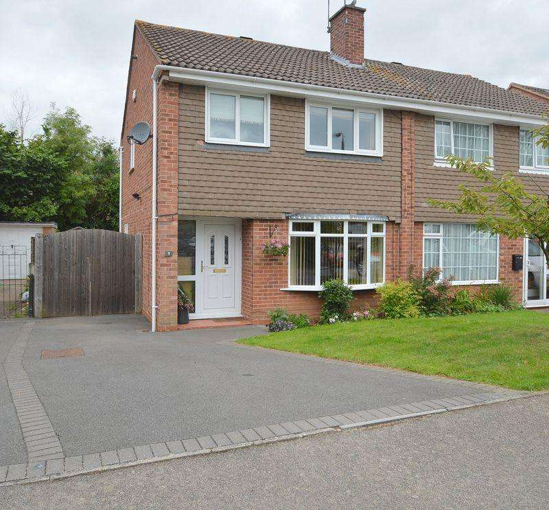 3 Bedrooms Semi Detached House for sale in Stapleton Close, Winyates West