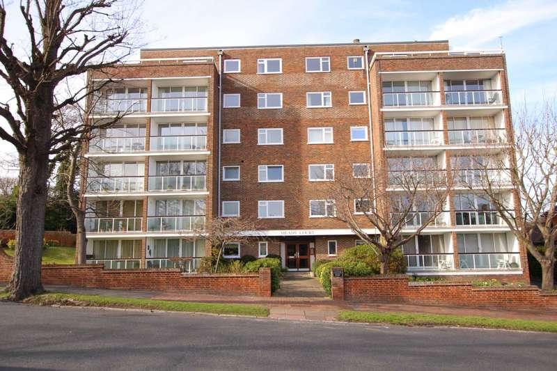 3 Bedrooms Flat for sale in Carlisle Road, Eastbourne, BN20 7ER