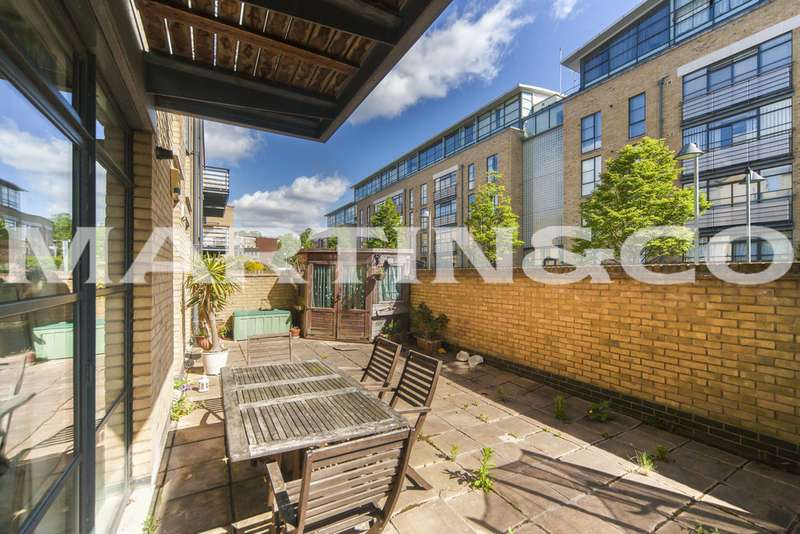 2 Bedrooms Apartment Flat for sale in Town Meadow, Ferry Quays TW8