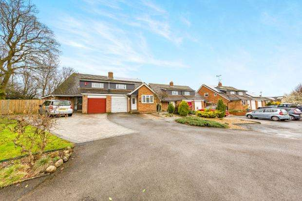 4 Bedrooms Semi Detached House for sale in Yateley, Hampshire, 5 Harvest Close