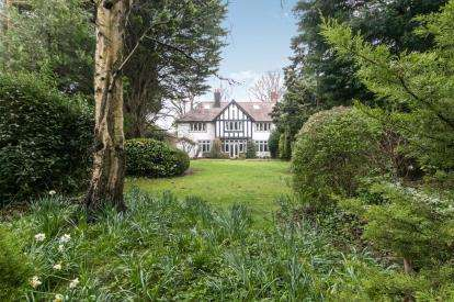 4 Bedrooms Semi Detached House for sale in Spital Road, Spital, Wirral, CH62