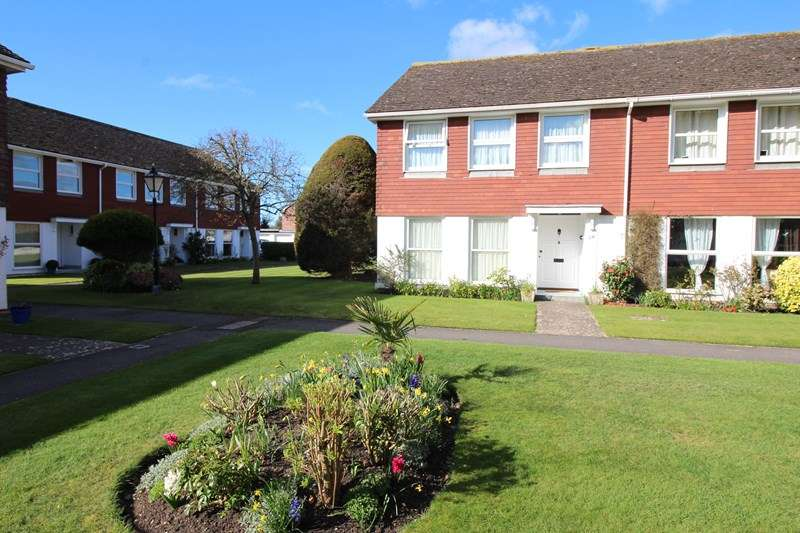 4 Bedrooms End Of Terrace House for sale in Deans Court, Milford On Sea, Lymington