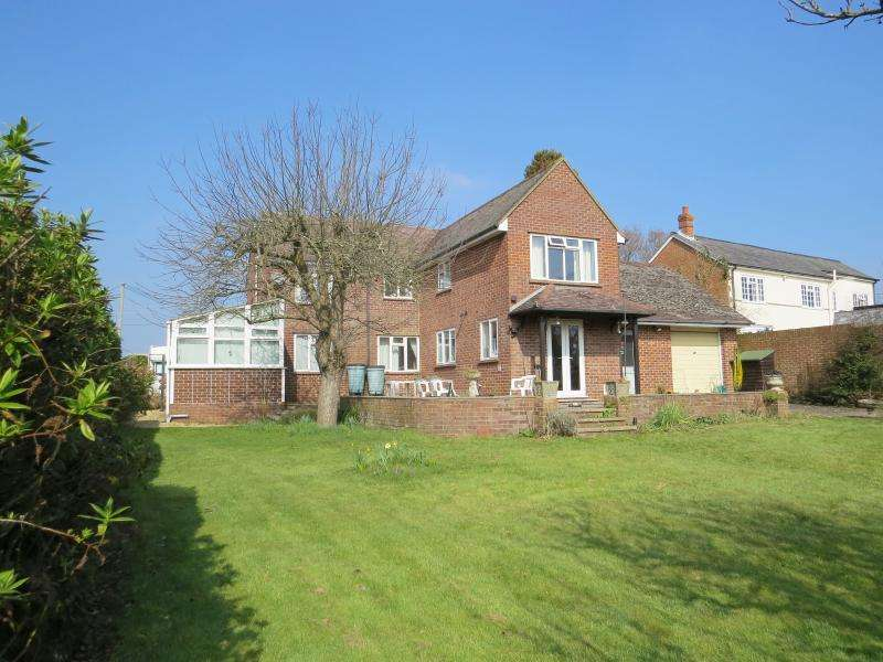 4 Bedrooms Detached House for sale in Sway Road, LYMINGTON, SO41