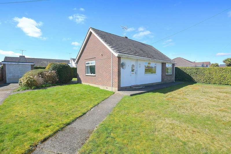 2 Bedrooms Detached Bungalow for sale in Corfe View Road, Corfe Mullen