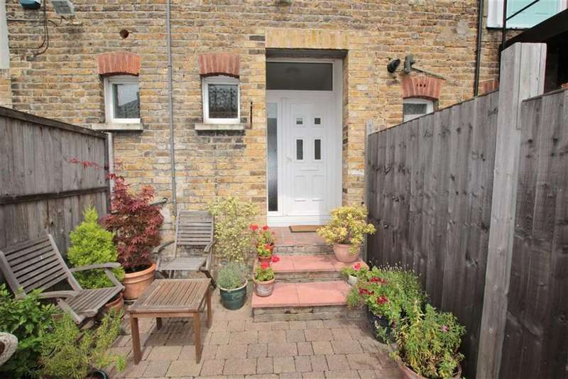 2 Bedrooms Apartment Flat for sale in Broadway, Leigh-On-Sea, Essex