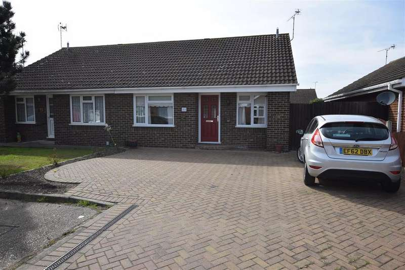 2 Bedrooms Semi Detached Bungalow for sale in Warwick Close, Canvey Island