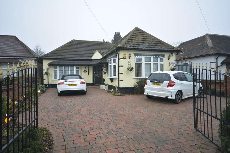 3 Bedrooms Chalet House for sale in Haynes Road, Ardleigh Green, Hornchurch RM11