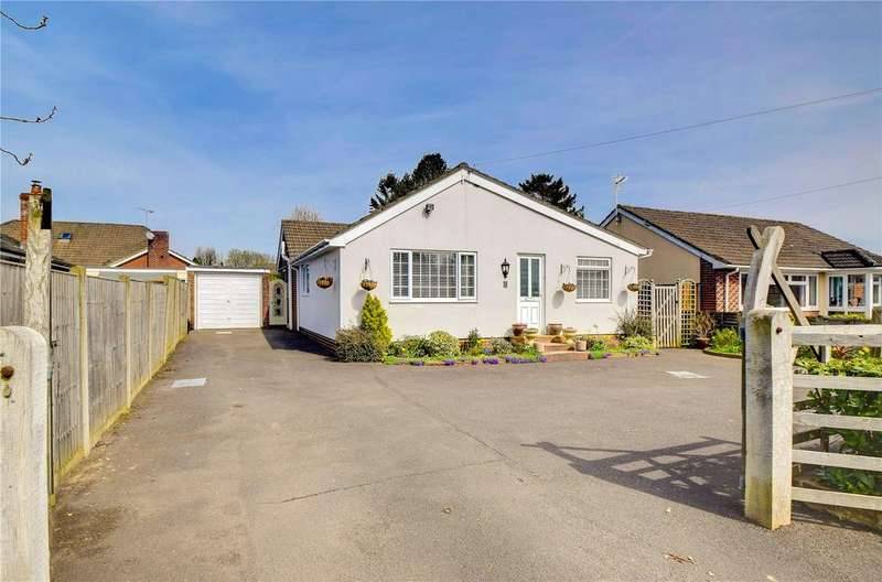 2 Bedrooms Detached Bungalow for sale in Beech Road, Clanfield, Waterlooville, Hampshire