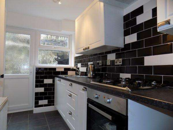3 Bedrooms Terraced House for rent in Rhiw Parc Road, Abertillery. NP13 1EW