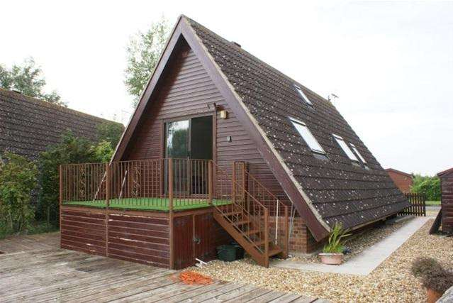2 Bedrooms Chalet House for rent in Lakeside, Isleham Marina