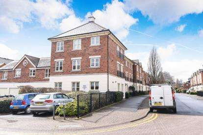 2 Bedrooms Flat for sale in Lion Court, Worcester, Worcestershire, .