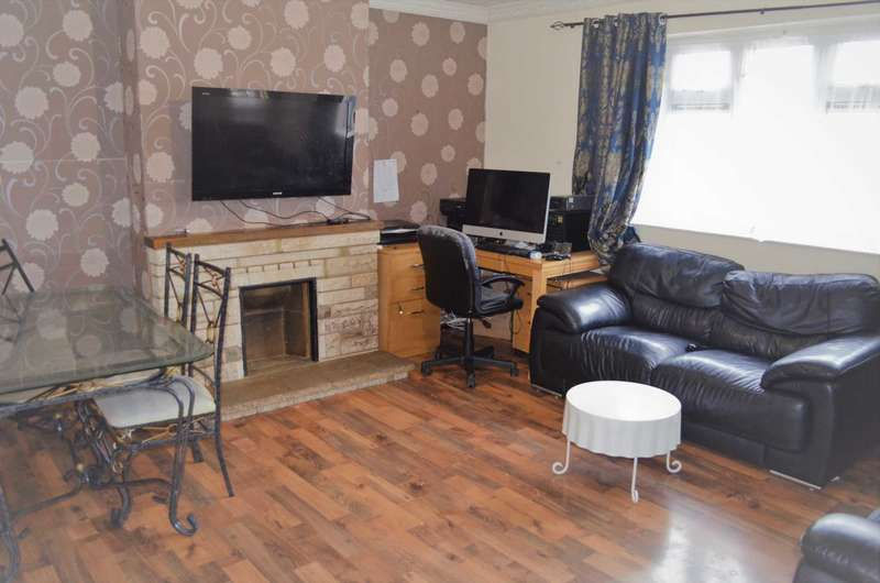 3 Bedrooms Flat for sale in Heathcote Avenue, Clayhall