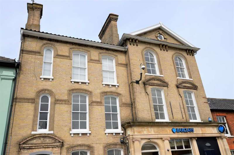 2 Bedrooms Flat for sale in Queens Square, Attleborough