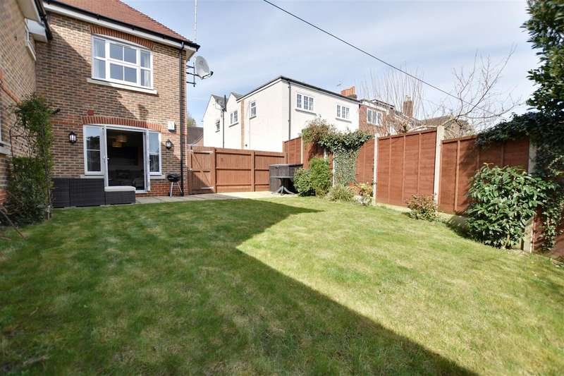 2 Bedrooms Maisonette Flat for sale in Copse Road, Redhill