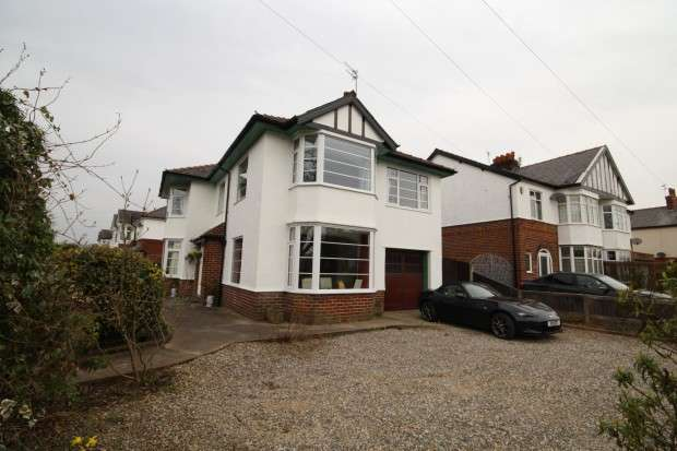 4 Bedrooms Detached House for sale in Royal Avenue, Preston, PR2