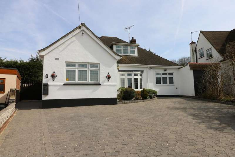 4 Bedrooms Detached Bungalow for sale in Treelawn Gardens, Leigh-on-Sea