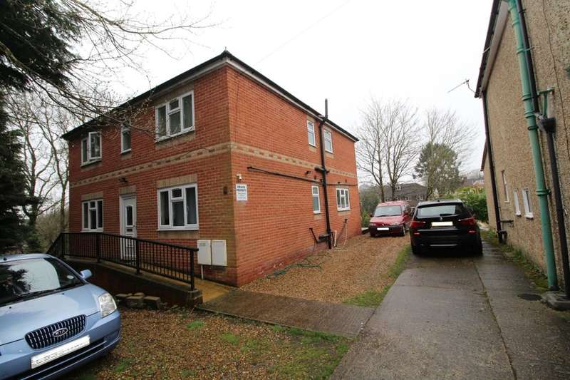 6 Bedrooms Semi Detached House for rent in Chamberlain Road, Southampton, SO17