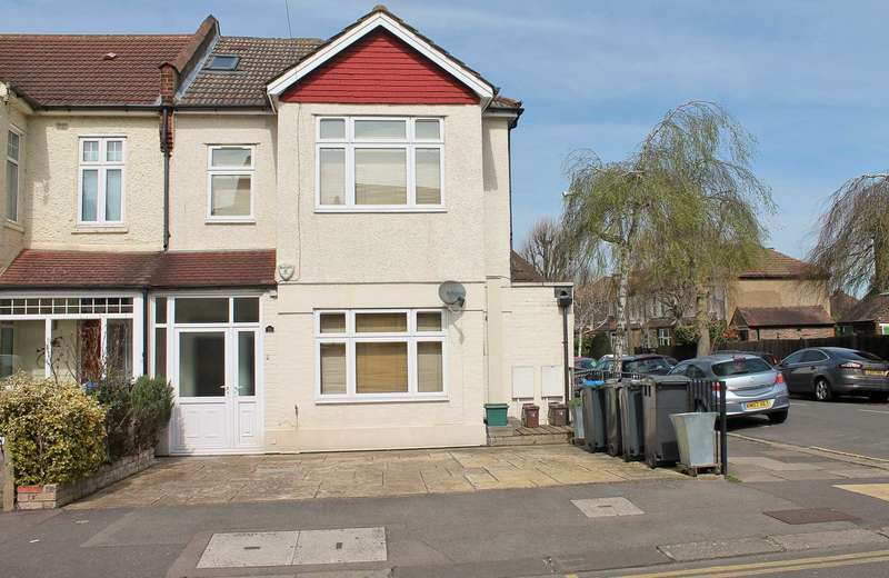 3 Bedrooms Flat for rent in Alric Avenue, New Malden