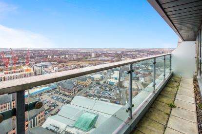 2 Bedrooms Flat for sale in Bridgewater Place, Water Lane, Leeds, West Yorkshire