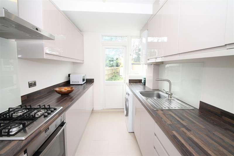 3 Bedrooms House for sale in Ulster Gardens,, Palmers Green, London N13