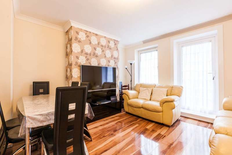 3 Bedrooms Flat for sale in Cornwall Avenue, Bethnal Green, E2