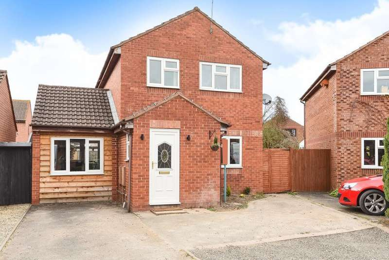 3 Bedrooms Detached House for sale in Leominster, Herefordshire, HR6
