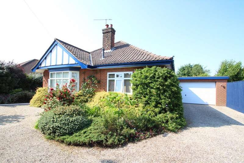 3 Bedrooms Detached Bungalow for sale in Foxhall Road, Ipswich, IP4