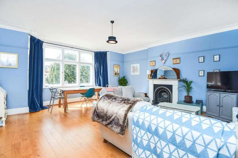 3 Bedrooms Flat for sale in Tooting Bec Gardens, Streatham