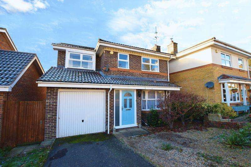 4 Bedrooms Detached House for sale in Downland Copse, Uckfield, TN22