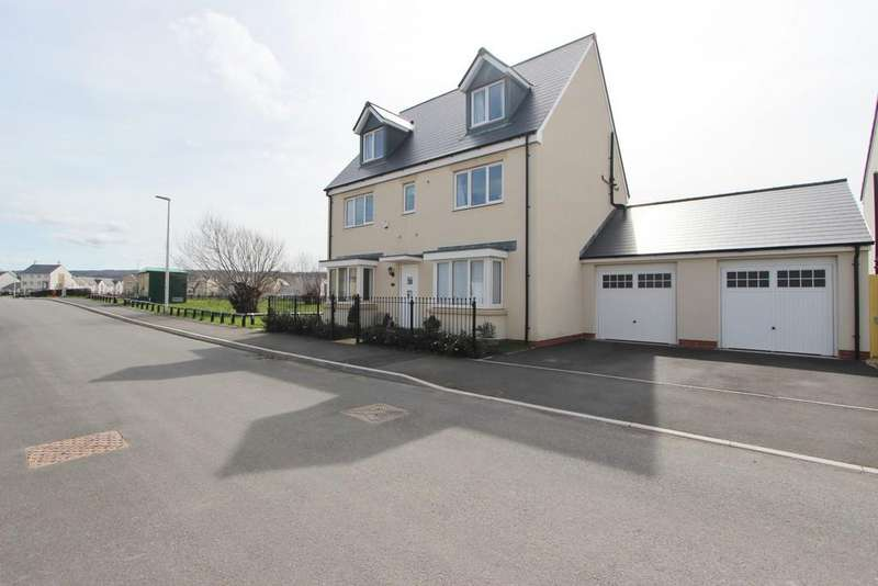 5 Bedrooms Detached House for sale in Substantial 5 bedroom detached family residence