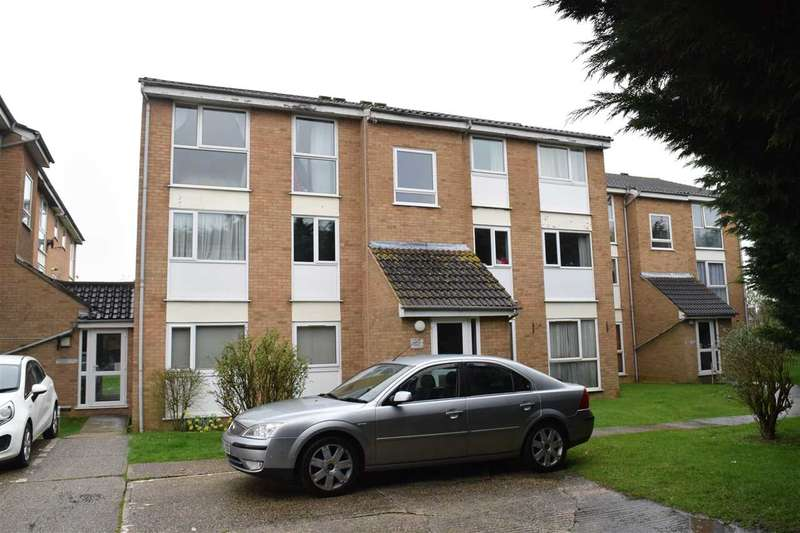 2 Bedrooms Flat for sale in Wisteria Lodge, Lupin Drive, Chelmsford