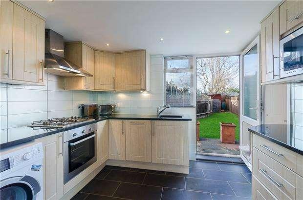 2 Bedrooms End Of Terrace House for sale in Hunston Road, MORDEN, Surrey, SM4 6NR