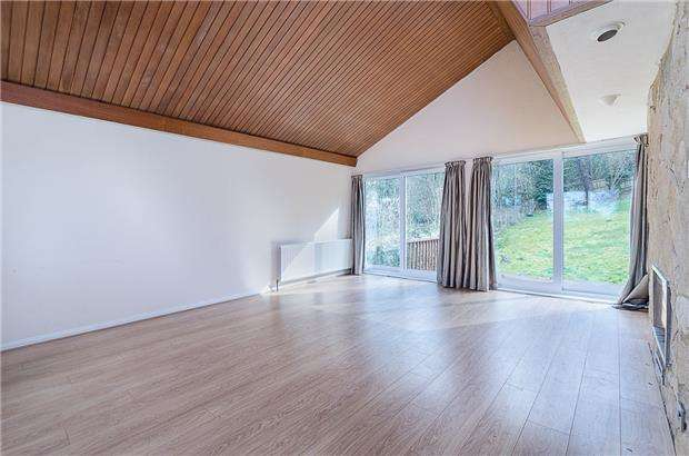 4 Bedrooms Detached House for sale in Cumberlands, KENLEY, Surrey, CR8 5DX