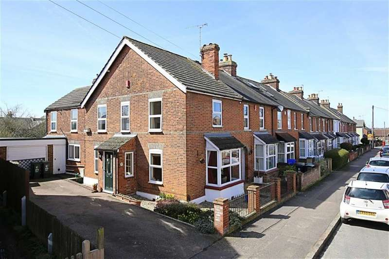 3 Bedrooms End Of Terrace House for sale in St Johns Road, Epping