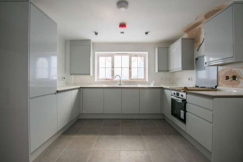 4 Bedrooms Detached House for sale in Kirkpatrick Drive, Stourbridge, DY8 5TG