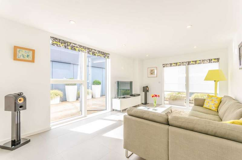 3 Bedrooms Penthouse Flat for sale in Dance Square, Clerkenwell, EC1V