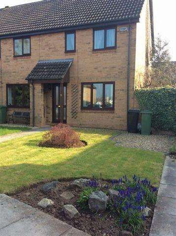 2 Bedrooms Semi Detached House for rent in Kingfisher Close, Thornbury, Bristol, BS35