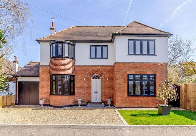 4 Bedrooms Detached House for sale in Wansford Close, Brentwood