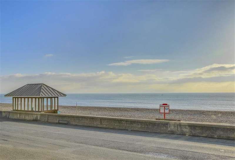 2 Bedrooms Apartment Flat for sale in Esplanade, Seaford
