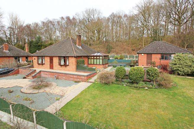 3 Bedrooms Detached Bungalow for sale in Highcrest, Southall Road, Dawley, Telford, Shropshire, TF4 3ND