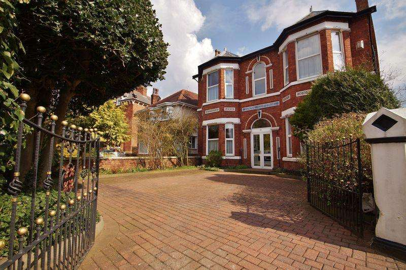 4 Bedrooms Detached House for sale in Hampton Road, Southport