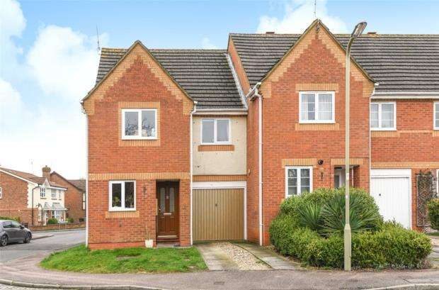 3 Bedrooms End Of Terrace House for sale in The Lawns, Farnborough, Hampshire