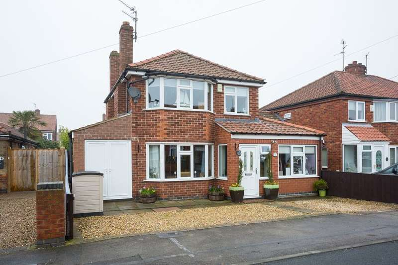 3 Bedrooms Detached House for sale in Thornfield Drive, Huntington , York, YO31