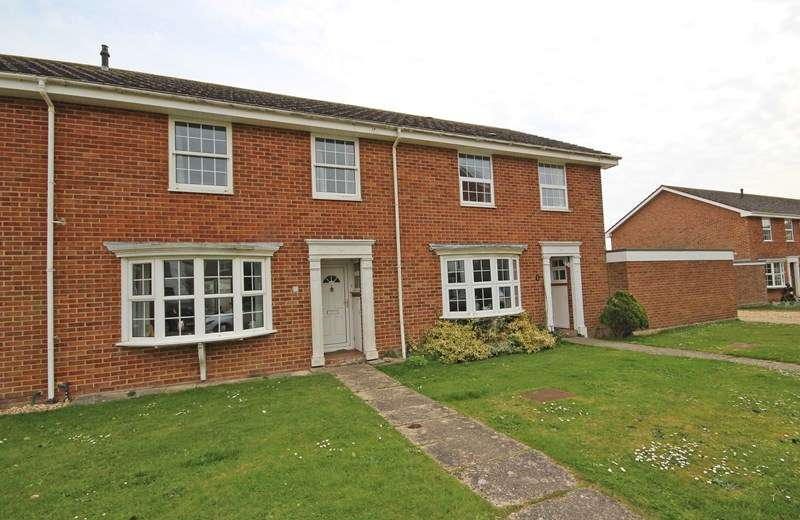 3 Bedrooms Terraced House for sale in Sea Road, Barton On Sea, New Milton
