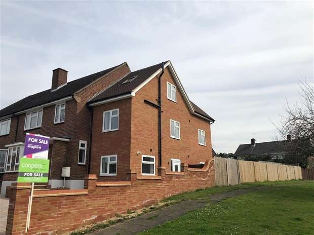 3 Bedrooms Semi Detached House for sale in Meriden Way, Watford