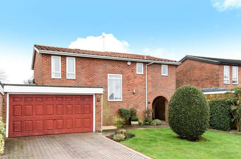 4 Bedrooms Detached House for sale in Hill Brow Close, Rowland's Castle, PO9